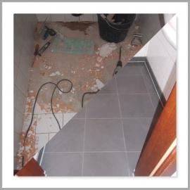 Wasserschaden WC Boden mit in Leidenschaft gezogen